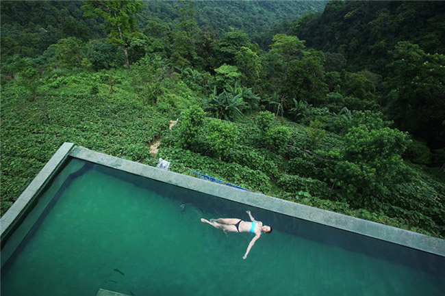 Tắm bể bơi Tam Đảo