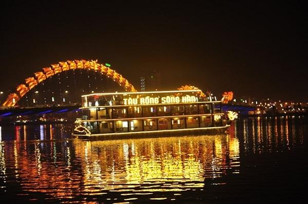 Tàu Rồng, du thuyền dọc sông Hàn ngắm Đà Nẵng về đêm