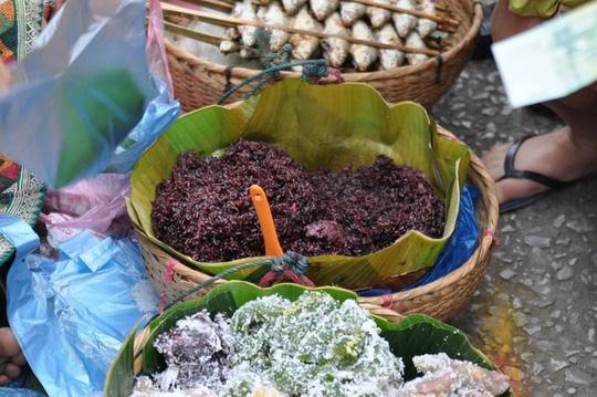 Bột sắn và cơm đen Luang Prabang