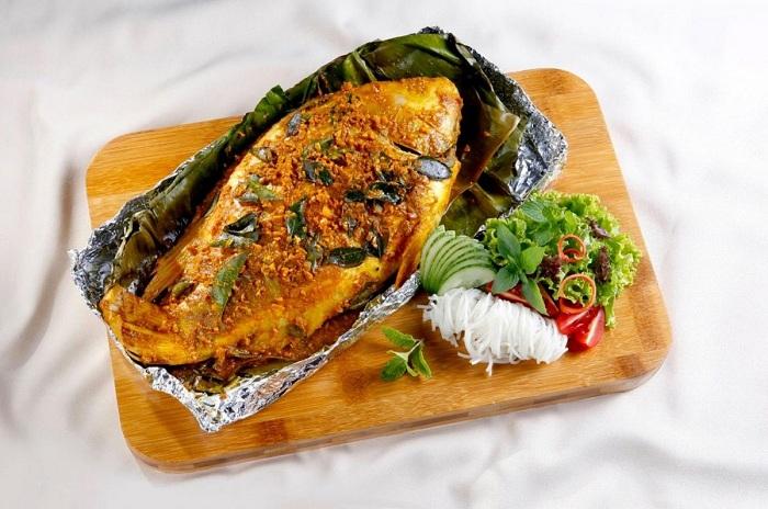 Cá xanh xương nướng bẹ chuối Nam Du