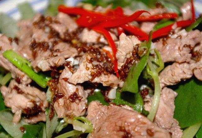 Kiến xào thịt bò Campuchia
