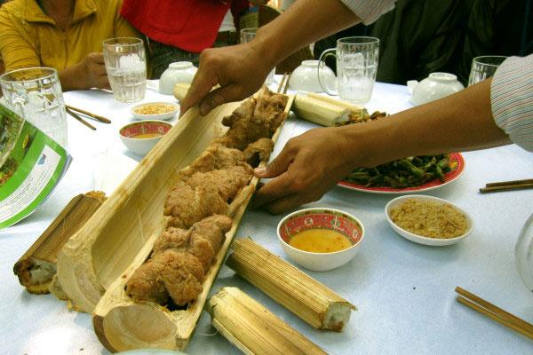 Các món nướng trong ống lồ ô Kontum