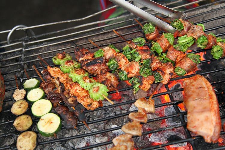 Thịt lợn xiên nướng Mai Châu