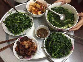 Rau lang chấm mắm cáy Hà Nam