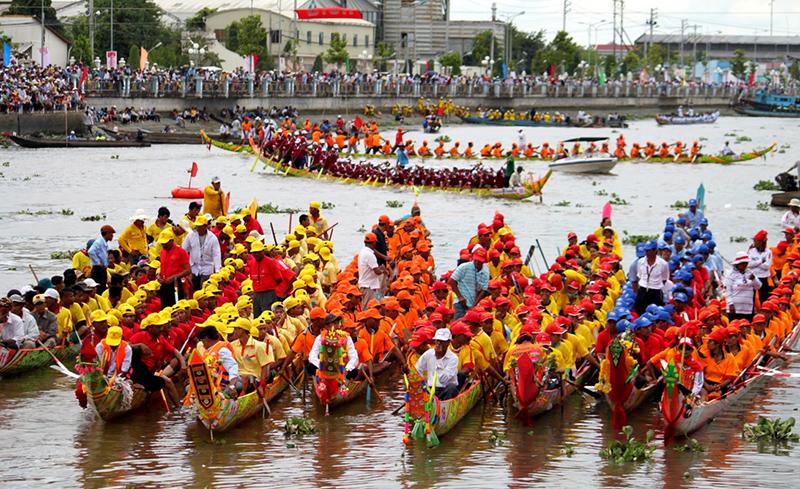 Lễ hội đua thuyền (Bon Om Touk), Campuchia
