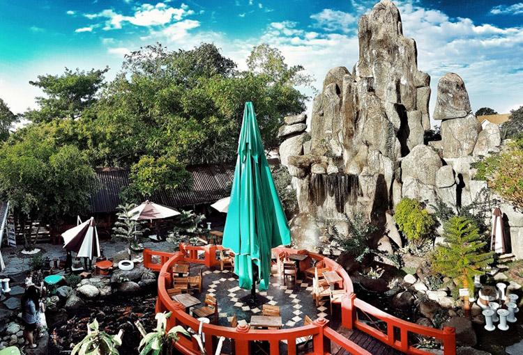 Cafe Robusta Koi Garden Vĩnh Long