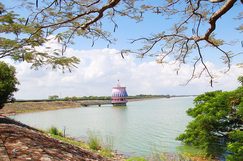 Hồ Dầu Tiếng