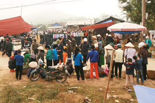 Phiên chợ vùng cao tại thị trấn Na Hang