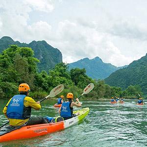 Chèo thuyền Kayak trên sông Nậm Song Vang Vieng