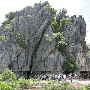 Núi Đá Dựng