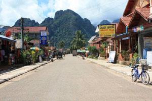 Đạp xe quanh Vang Vieng