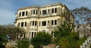 Khách sạn con ma nhà họ Hứa Long Hải