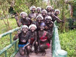 Tắm bùn khoáng Suối nước nóng Bình Châu