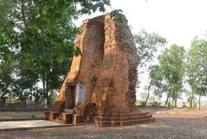Tháp cổ Vĩnh Hưng Bạc Liêu
