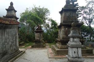 Vườn tháp Huệ Quang